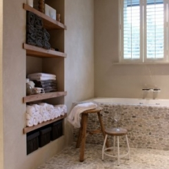 Wat_een_leuke_badkamer_met_die_kiezels_en_shutters.1364810519_van_Mainie.jpeg